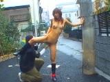 住宅街で全裸露出バイブで責められてイッちゃう女の子