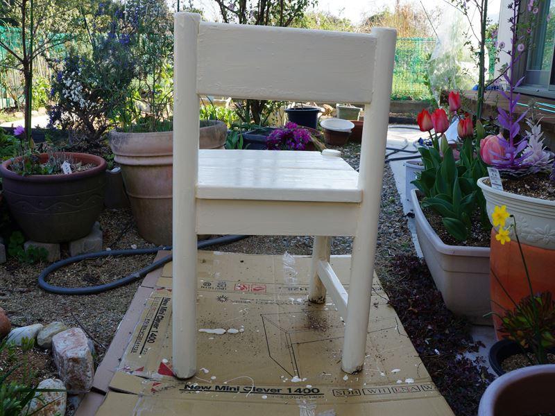 椅子のペンキ塗り