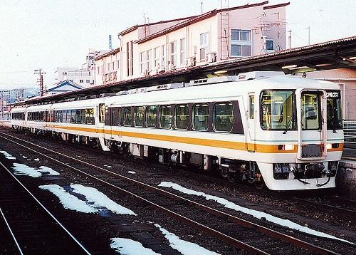 800px-Meitetsu_kiha8500_kitaalps_takayama.jpg