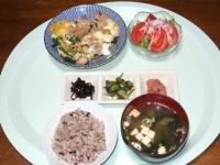 4/15 夕食 鶏と豆苗の卵とじ、サラダ、わさび菜漬、イカ明太子、しそ昆布、豆腐味噌汁、雑穀ごはん