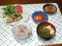 5/8 夕食 白身魚のパン粉焼き、胡麻豆腐、キムチ、豆腐と青さと干しえきの味噌汁、雑穀ごはん