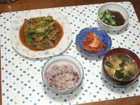 5/10 夕食 豚もつのキャベツ炒め、もずく酢、キムチ、豆腐とワカメと干しえのきの味噌汁、雑穀ごはん