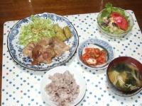 5/11 夕食 豚肉の旨塩タレ焼き、豆のサラダ、キムチ、ジャガイモとワカメ干しエノキの味噌汁、雑穀ごはん