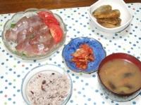 5/12 夕食 わかしの刺身、豆鯵の甘酢漬け、キムチ、ナスと油麩と干しエノキの味噌汁、雑穀ごはん