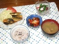 5/20 夕食 鯖のカレーソテー、アスパラとタコのサラダ、キムチ、しめじといんげんと干しエノキの味噌汁、雑穀ごはん