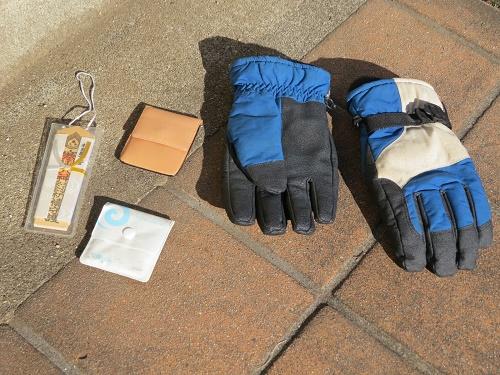 手袋・携帯灰皿・お守り