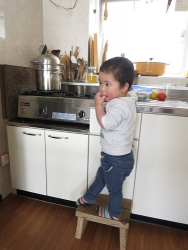 かん台所にたつ
