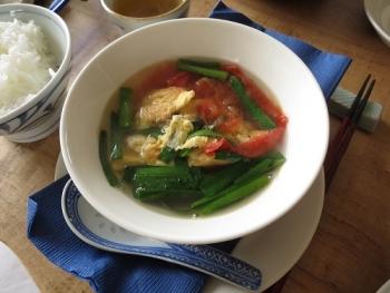 ふわふわ卵とトマトのスープ