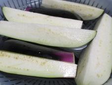 彩り野菜の揚げ浸し 調理①