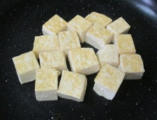 ツナ豆腐キムチ炒め 調理①