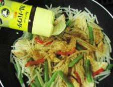 鶏むね肉とモヤシの麺つゆカレー炒め 調理④