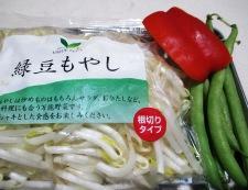 鶏むね肉とモヤシの麺つゆカレー炒め 材料②