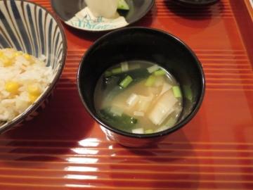 湯葉と若芽の味噌汁