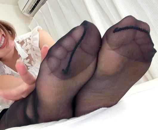 ナチュラルパンストが良く似合うエロ姉さんの足コキでイクの脚フェチDVD画像6