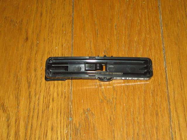 Antec Three Hundred Two AB 振動対策 取り外したプラスチック 5.25 インチベイ ツールレスロック機構 裏側