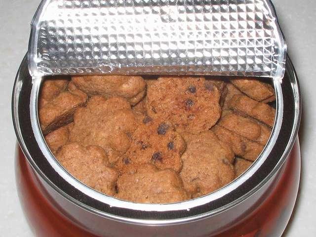 コペンハーゲン チョコチップクッキー 250g アルミシールを半分ほどはがしたところ