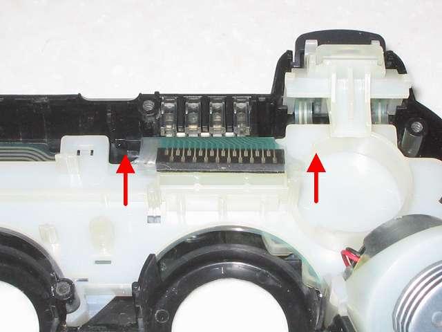 DS3 Dualshock3 デュアルショック3 Wireless Controller Black CECHZC2J A1 誤作動対策(Random Button Error Fix)、基板固定用白いプラスチック台座に取り付けられているフレキシブル基板の接点シートを取り外す