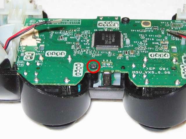 DS3 Dualshock3 デュアルショック3 Wireless Controller Black CECHZC2J A1 電子回路基板のネジ穴にネジ止めをする