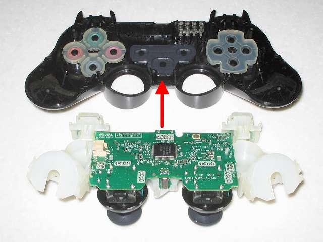 DS3 Dualshock3 デュアルショック3 Wireless Controller Black CECHZC2J A1 組み立て作業、プラスチックボタン・ラバーパッド・ポートランプを取り付けたコントローラー本体に電子回路基板(+フレキシブル基板+基板固定用白いプラスチック台座)を取り付ける
