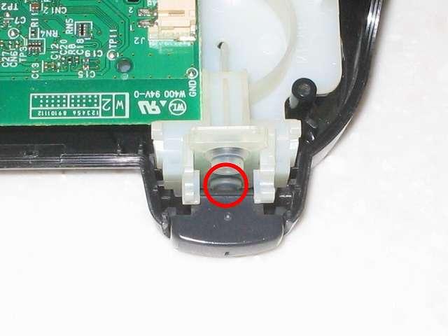 DS3 Dualshock3 デュアルショック3 Wireless Controller Black CECHZC2J A1 組み立て作業、L1・R1 ボタン裏の突起物とラバーパッドの円形ゴムの部分が画像のように接触してズレれないことを確認する