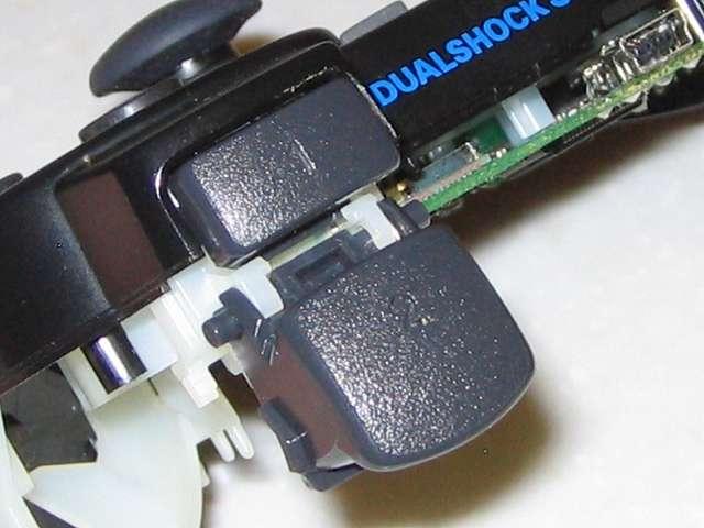 DS3 Dualshock3 デュアルショック3 Wireless Controller Black CECHZC2J A1 組み立て作業、L2・R2 ボタンを軽く押してきちんとボタンが戻るかどうか確認しておく