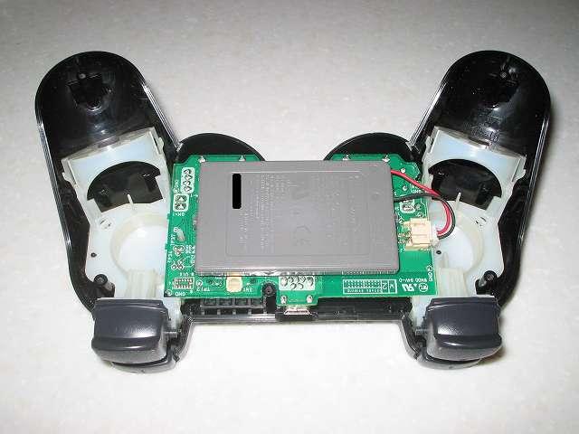 DS3 Dualshock3 デュアルショック3 Wireless Controller Black CECHZC2J A1 組み立て作業、電子回路基板にリチウムイオンバッテリーを取り付け