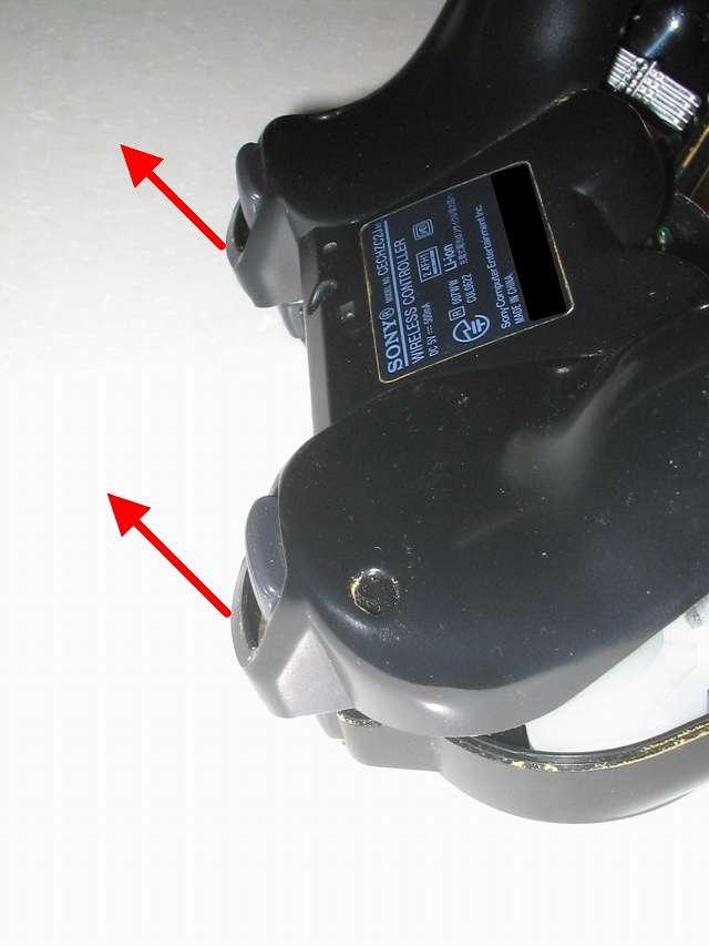 DS3 Dualshock3 デュアルショック3 Wireless Controller Black CECHZC2J A1 分解作業、コントローラー本体下部プラスチックカバーをトリガーボタンから取り外して斜めにスライドさせ取り外す