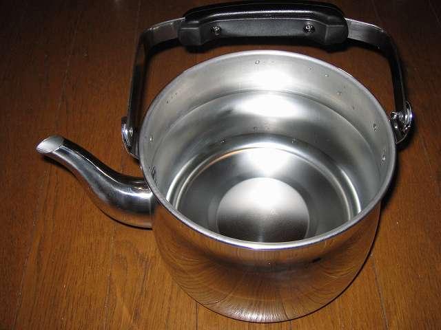 エルマース ステンレス製 広口 ケットル 3.2L H-2042 に水を沸かせる適正容量 2.2Lを入れた時の本体内部 全体図