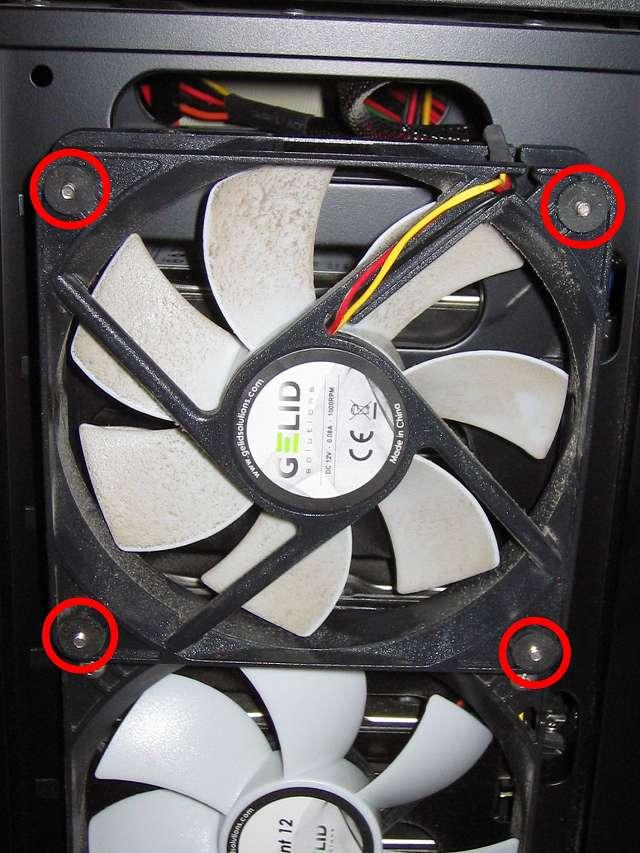 Antec Three Hundred Two AB 振動対策 PCケースフロントファン GELID Silent12 Ainex 防振ゴムワッシャー MA-024 を追加で取り付けて元の場所に戻す(上段側)