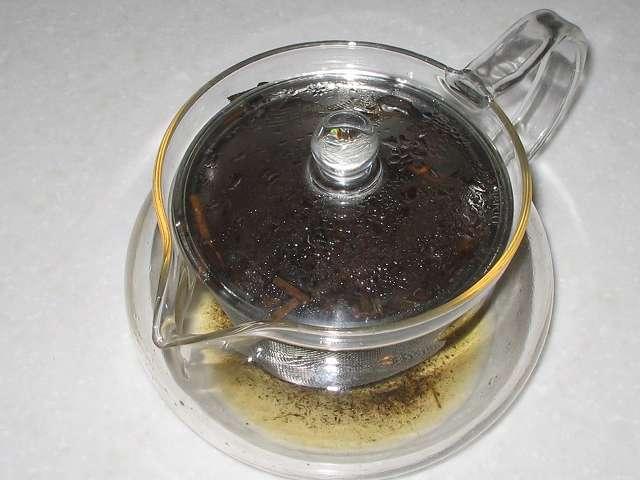 ほうじ茶をいれた HARIO 茶茶急須 丸 450ml CHJM-45T に入れたほうじ茶がなくなった直後
