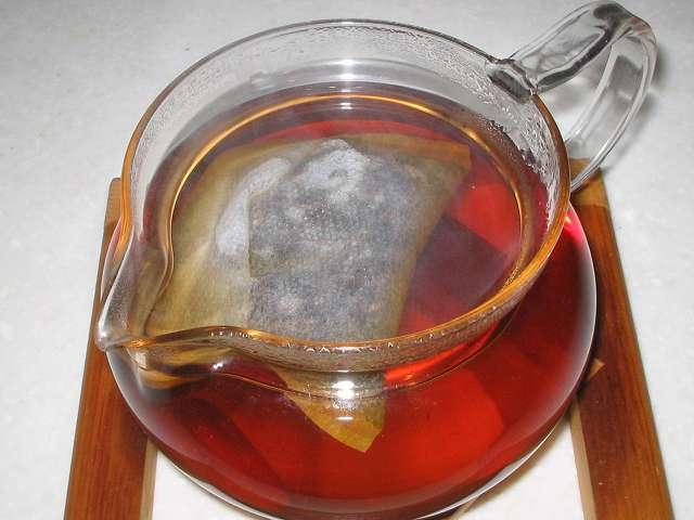 ほうじ茶を入れたトキワのお茶パック M を茶こしをセットせず HARIO 茶茶急須 丸 450ml CHJM-45T に直接入れお湯を注いだところ