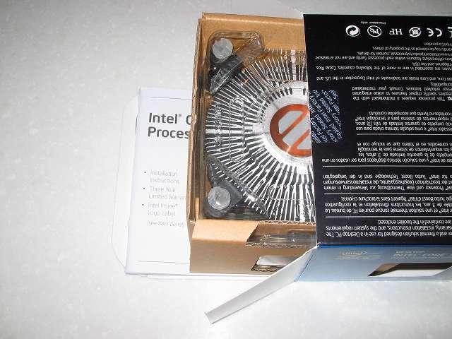 Intel Core i5 3570 付属CPUクーラー取り出し その 1