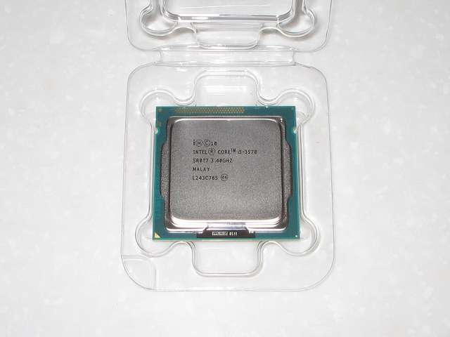 Intel Core i5 3570 CPU表面
