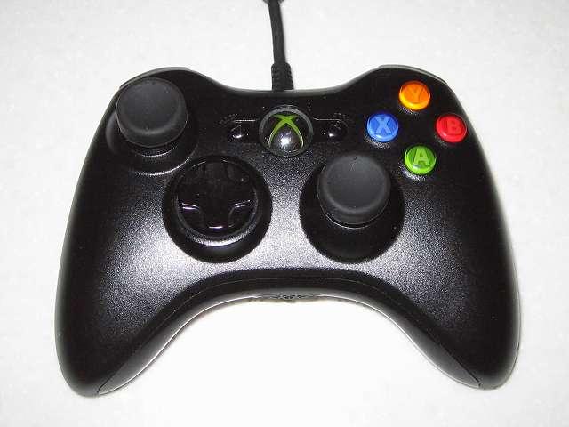 アクラス PS3用 コントローラーキャップセットのアナログスティック用キャップ(ノーマルタイプ)を Microsoft Xbox360 有線コントローラー Xbox 360 Controller for Windows リキッド ブラック 52A-00006 に取り付けた状態