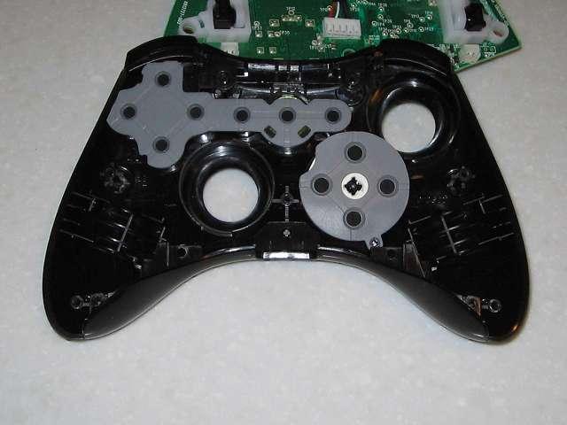 Microsoft Xbox360 有線コントローラー Xbox 360 Controller for Windows リキッド ブラック 52A-00006 組み立て作業、コントローラー本体に L・R ボタンとヘッドセット端子側にあったプラスチックのコントローラーサイドパーツ取り付け