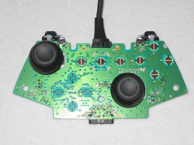Microsoft Xbox360 有線コントローラー Xbox 360 Controller for Windows リキッド ブラック 52A-00006 分解作業、コントローラー本体から取り外した電子回路基板 アナログスティック側