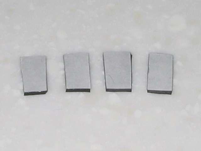 Microsoft Xbox360 有線コントローラー Xbox 360 Controller for Windows リキッド ブラック 52A-00006 十字キー改善作業、ニトムズ 多用途両面テープ 透明 T3350 に 杉田エース 天然ゴムシート板 NR-5 を貼り付けた後、余分なテープをカット、両面テープの片面を剥離して十字キー内側に貼り付ける
