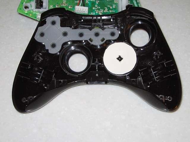 Microsoft Xbox360 有線コントローラー Xbox 360 Controller for Windows リキッド ブラック 52A-00006 十字キー改善作業、余っていたハガキから円状に切り取ったものを 2 つ用意