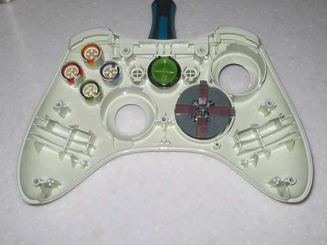 Microsoft Xbox360 有線コントローラー Wired Controller ホワイト 組み立て作業、各種ボタンパーツをコントローラー本体に取り付け
