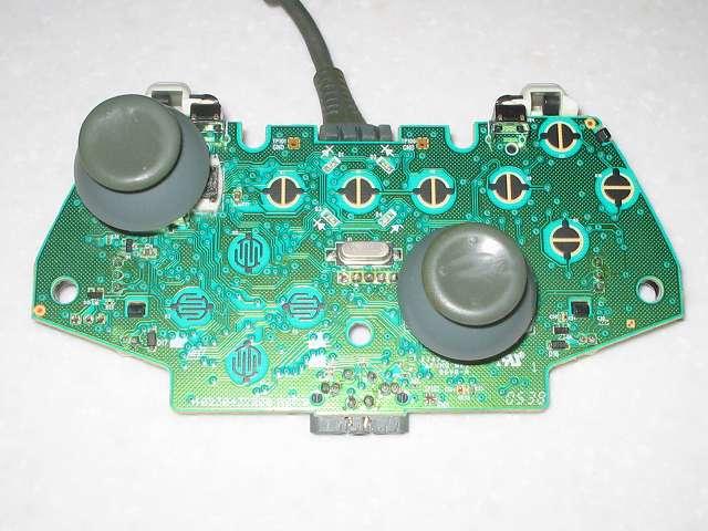 Microsoft Xbox360 有線コントローラー Wired Controller ホワイト 組み立て作業、電子回路基板にアナログスティックを装着