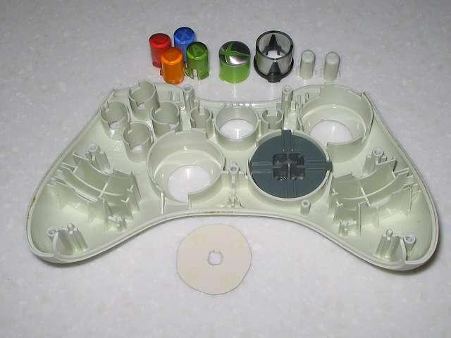 Microsoft Xbox360 有線コントローラー Wired Controller ホワイト 分解作業、コントローラーから十字キー以外の各種ボタンを取り外した状態