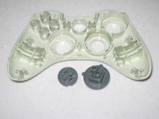 Microsoft Xbox360 有線コントローラー Wired Controller ホワイト 分解作業、十字キーを取り外したところ