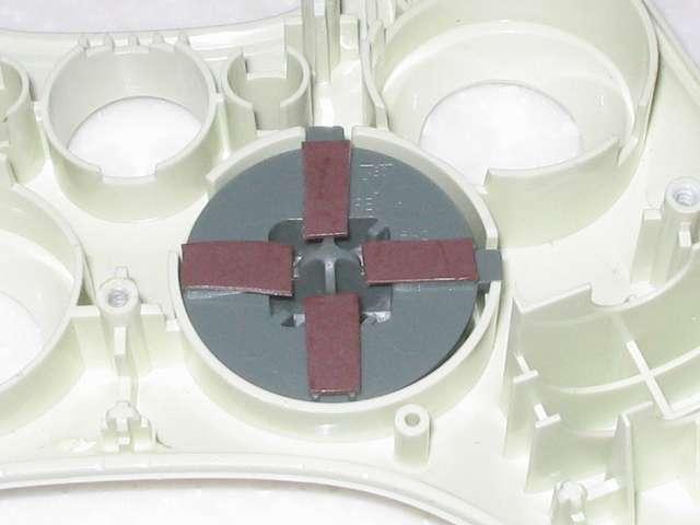 Microsoft Xbox360 有線コントローラー Wired Controller ホワイト 十字キー改善作業、カグスベールを貼り付けた十字キーのパーツを組み直して、コントローラー本体に取り付け