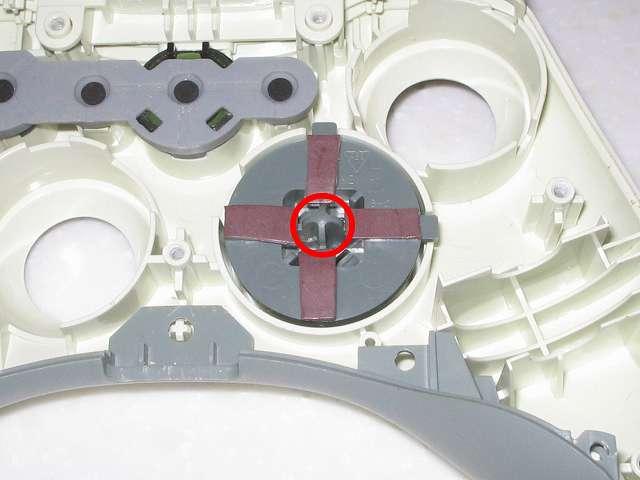 Microsoft Xbox360 有線コントローラー Wired Controller ホワイト 十字キー改善作業、カグスベールを貼り付けた十字キー操作による意図しない同時入力防止のため、ニチアス カグスベール トスベールを使って十字キー裏側の中心にある突起物が底突きするようにする