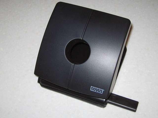 Microsoft Xbox360 有線コントローラー Xbox 360 Controller for Windows リキッド ブラック 52A-00006 十字キー改善作業、カグスベールをパンチするのに使用した手持ちの NOVUS 2穴パンチ B225