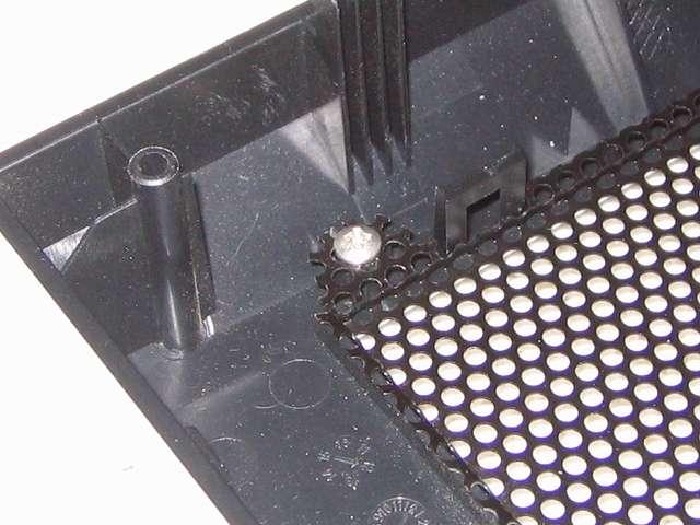 Antec Three Hundred Two AB 振動対策 フロントメッシュのバカになったネジ穴に ボンド アロンアルファ プロ用 NO.5 #35045 と爪楊枝を使ってネジ穴に流し込み、乾燥のため丸一日放置した後にネジを締め込む