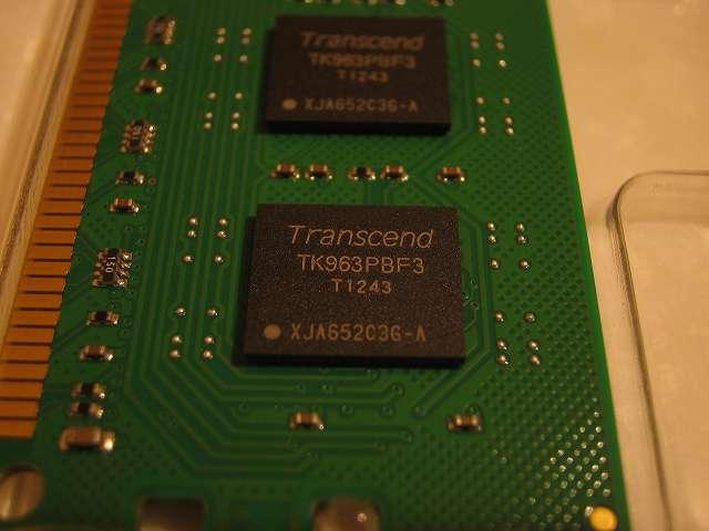 Transcend JM1600KLH-16GK チップ表面 拡大撮影
