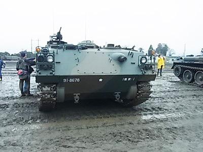 73式装甲車_800x600_800x600
