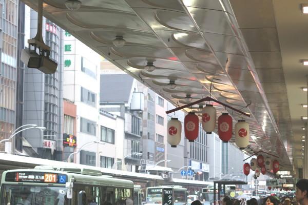 祇園祭り 四条通の賑わい