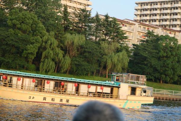夕涼みの屋形船